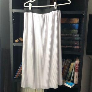 Dresses & Skirts - NWT micro pleat midi skirt